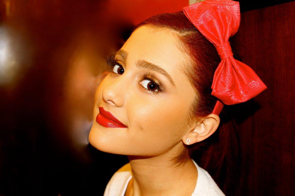 ariana hair bow